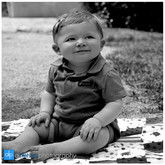 baby-kids-children-family-Photographer-UT-Gardens-Knoxville-TN-Photography-Sevierville-Pigeon-Forge-Gatlinburg-TN-photos-pictures-9-months-old-one year-6-month-child-1