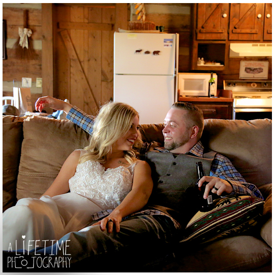 cabin-Wedding-Elope-Photographer-Gatlinburg-Pigeon-Forge-Smoky-Mountains-Bride-Groom-13