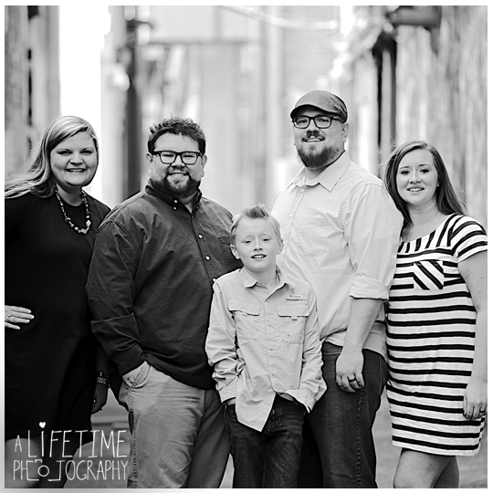 downtown-Knoxville-Market-Square-Family-Photographer-Photo-Shoot-3