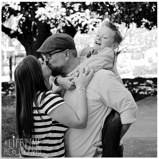 downtown-Knoxville-Market-Square-Family-Photographer-Photo-Shoot-9