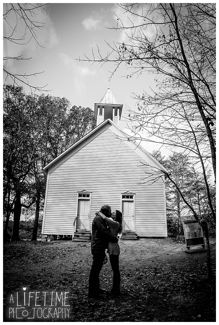 engagement-cades-cove-photographer-family-gatlinburg-pigeon-forge-knoxville-sevierville-dandridge-seymour-smoky-mountains-couple-townsend_0071