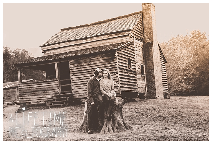engagement-cades-cove-photographer-family-gatlinburg-pigeon-forge-knoxville-sevierville-dandridge-seymour-smoky-mountains-couple-townsend_0078