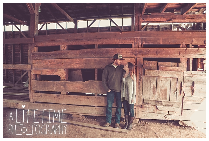 engagement-cades-cove-photographer-family-gatlinburg-pigeon-forge-knoxville-sevierville-dandridge-seymour-smoky-mountains-couple-townsend_0079