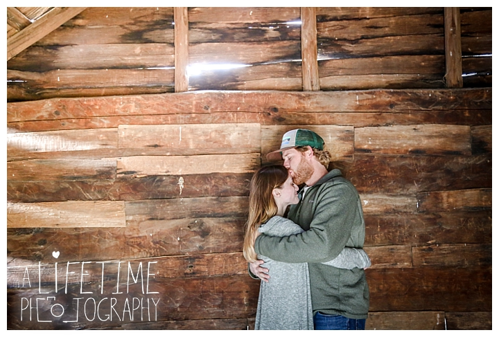 engagement-cades-cove-photographer-family-gatlinburg-pigeon-forge-knoxville-sevierville-dandridge-seymour-smoky-mountains-couple-townsend_0083