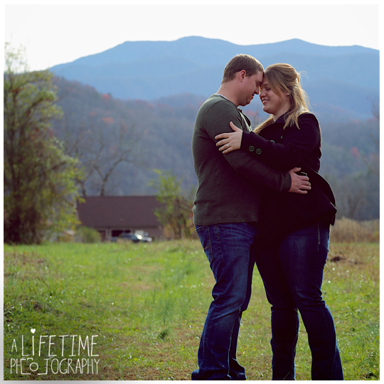 engagement-photographer-couple-Smoky-Mountains-Gatlinburg-Knoxville-Pigeon-Forge-TN-Pictures-1