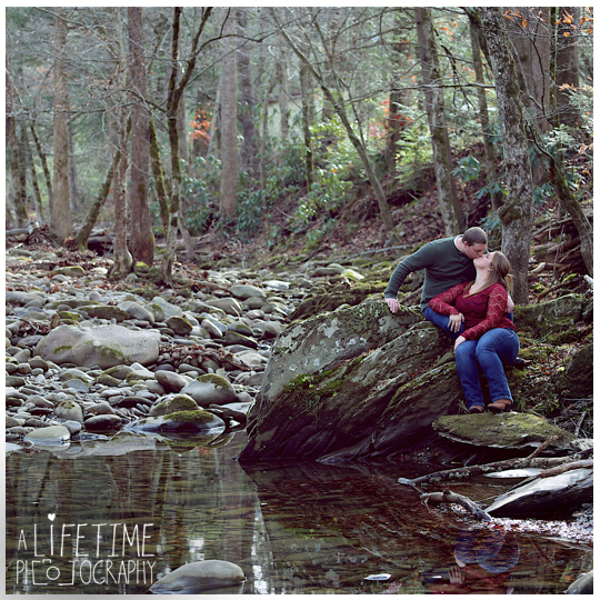 engagement-photographer-couple-Smoky-Mountains-Gatlinburg-Knoxville-Pigeon-Forge-TN-Pictures-6