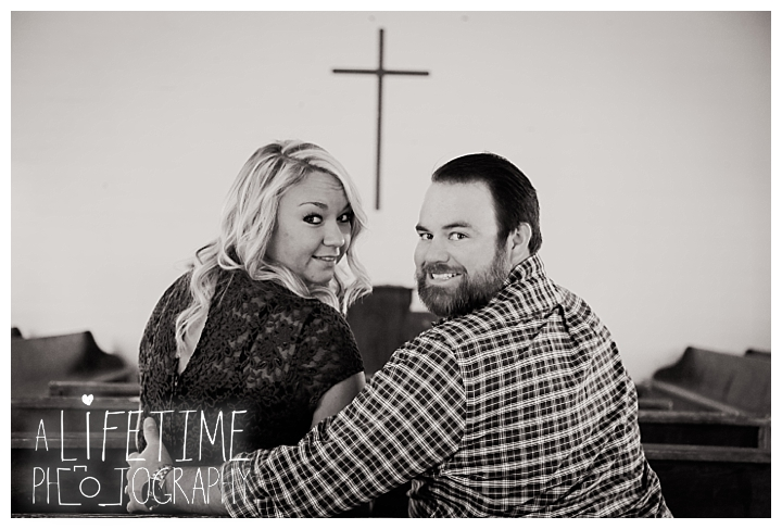 engagement-photos-cades-cove-townsend-photographer-family-gatlinburg-pigeon-forge-knoxville-sevierville-dandridge-seymour-smoky-mountains-couple_0039