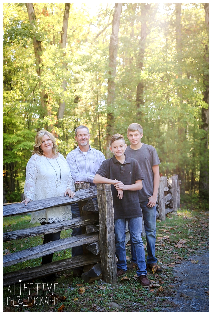 family-photographer-cades-cove-smoky-mountains-gatlinburg-pigeon-forge-seviervile-knoxville-townsend-tennessee_0001