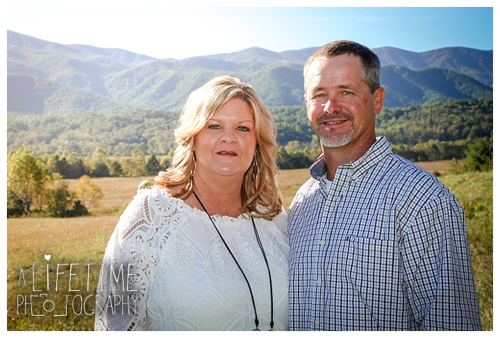 family-photographer-cades-cove-smoky-mountains-gatlinburg-pigeon-forge-seviervile-knoxville-townsend-tennessee_0004