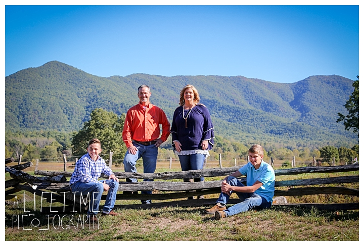 family-photographer-cades-cove-smoky-mountains-gatlinburg-pigeon-forge-seviervile-knoxville-townsend-tennessee_0008