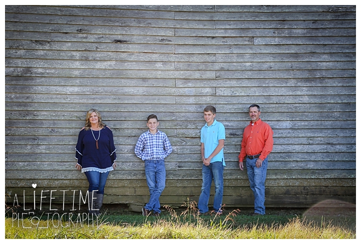 family-photographer-cades-cove-smoky-mountains-gatlinburg-pigeon-forge-seviervile-knoxville-townsend-tennessee_0010