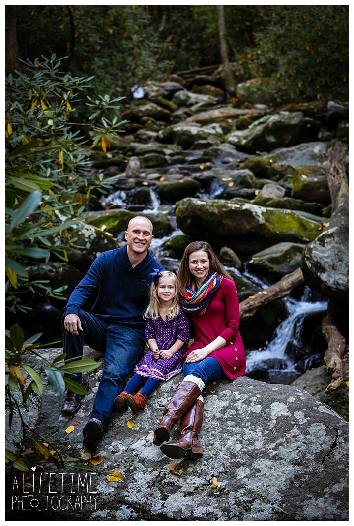 family-photographer-roaring-fork-motor-nature-trail-smoky-mountains-gatlinburg-pigeon-forge-seviervile-knoxville-townsend-tennessee_0055