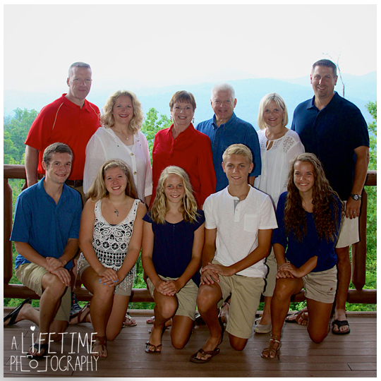 five bears mountain view lodge family photographer Wears Valley- Pigeon-Forge Photographer-reunion photos cabin fever-anniversary-1