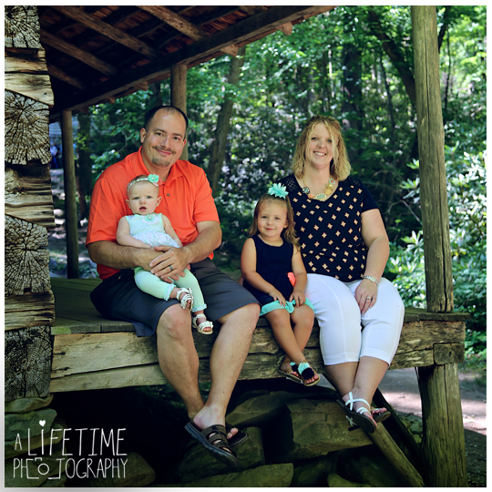 gatlinburg-Family-Photographer-Pigeon-Forge-Sevierville-Smoky-Mountain-National-Park-Kids-reunion-Pictures-Photo-Session-Knoxville-Tennessee-5