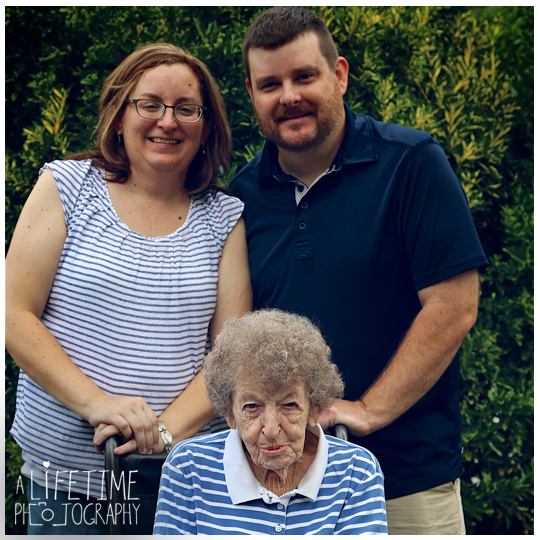 grandmother-80th-birthday-reunion-family-photographer-cabin-Gatlinburg-Pigeon-Forge-Sevierville-Knoxville-Kids-Grandkids-3