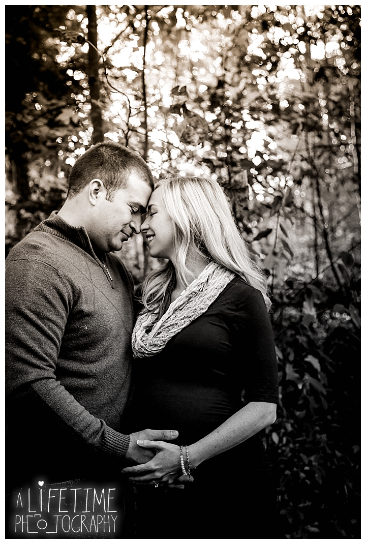 maternity-photographer-family-gatlinburg-pigeon-forge-knoxville-sevierville-dandridge-seymour-smoky-mountains-couple_0021