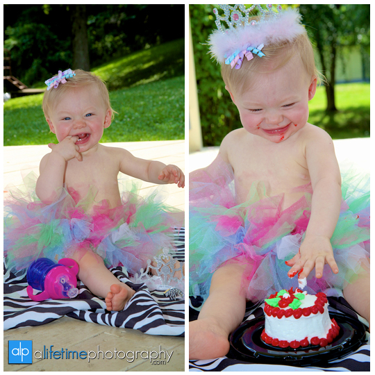 twin-baby-girls-children-kids-twins-Knoxville-TN-Jonesborough-Johnson-City-Birthday-photography-photographer-john-deer-cake-smash-one-year-old-Kodak-family-downtown-Kingsport-Bristol-Tri-Cities-Gray-Seymour-Sevierville-Maryville-10